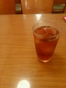 ドリンクバーのウーロン茶